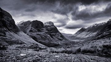 In het Schotse landschap ligt een prachtige vallei tussen de bergen van Studio de Waay