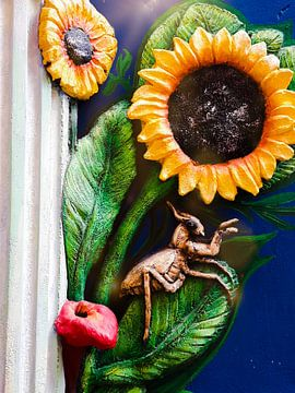 Insekt met zonnebloemen van Renee Alexandra Serlier