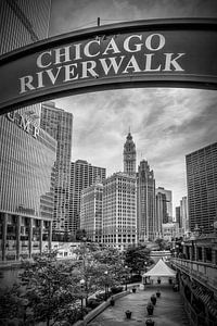 CHICAGO Riverwalk black and white