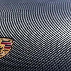 Porsche logo op carbon kofferdeksel van 2BHAPPY4EVER.com photography & digital art