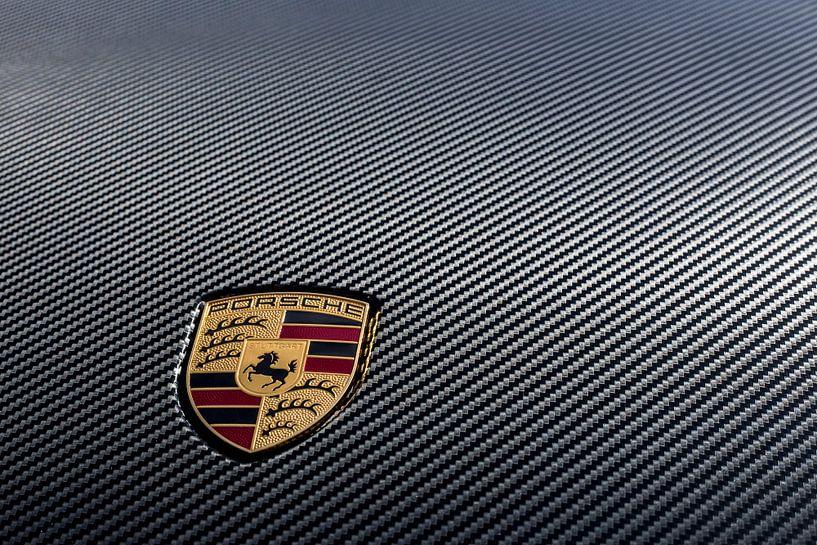 Porsche Logo auf Carbon Frontschuhdeckel von 2BHAPPY4EVER.com photography & digital art