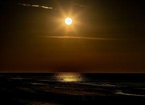 Ondergaande zon op het strand van Domburg van