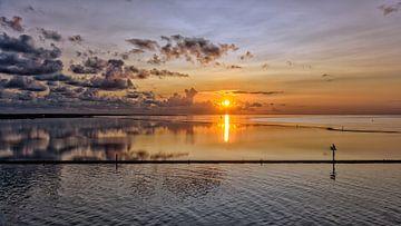 Sonnenaufgang über Dellewal #1 von Roel Ovinge