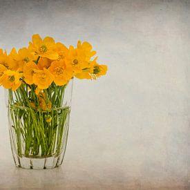 Glaasje met boterbloemen. von Karen Havenaar