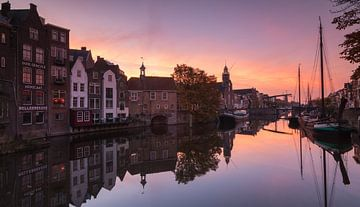 Sunrise in Delfshaven van Ilya Korzelius