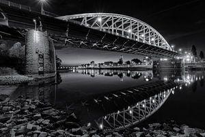 De Arnhemse John Frostbrug in zwart en wit von