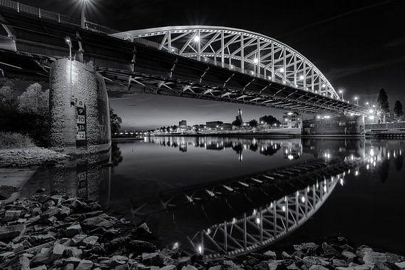 De Arnhemse John Frostbrug in zwart en wit