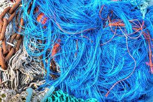 Visnetten liggen te drogen na het vissen van