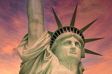 NEW YORK CITY Freiheitsstatue bei Sonnenuntergang von Melanie Viola