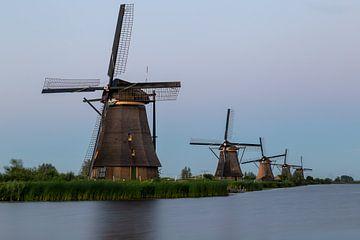 Fünf traditionelle Windmühlen in Folge von OCEANVOLTA