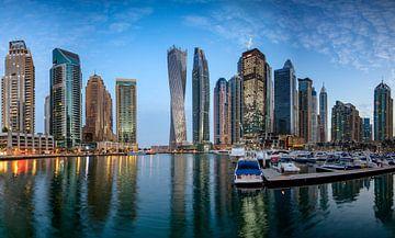 Dubai Marina bij zonsopgang van