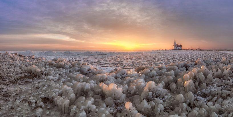 Panorama van het kruiende ijs bij Marken van Dennisart Fotografie