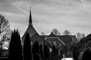 Kirche im Dorf von Rolf Pötsch