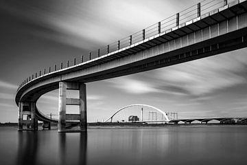 Spiegelspaziergang mit lustiger Brücke und Überquerung von Henk Kersten