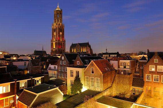 Stadsgezicht van Utrecht met Domkerk en  roodwitte Domtoren, foto 3 van Donker Utrecht