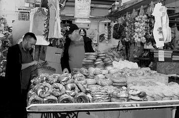 Joodse bakkerij, Tel Aviv van Inge Hogenbijl