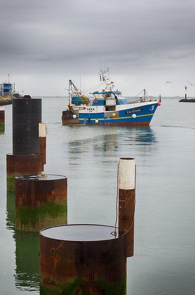 Fischerboot im Hafen von Mark Bolijn