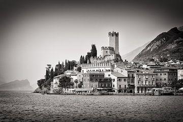 Zwart-wit fotografie: Malcesine / Gardameer van Alexander Voss