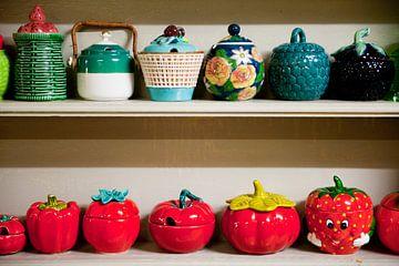 Verzameling jampotten in de kast van Ivonne Wierink