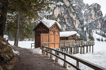 Hut aan de Pragser Wildsee van Jürgen Schmittdiel Photography