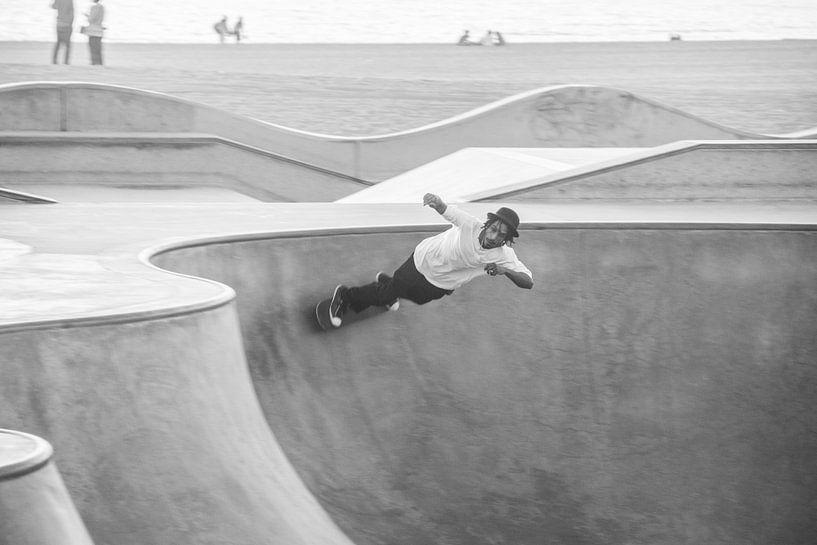 Skateboarding in Venice van Bas Koster