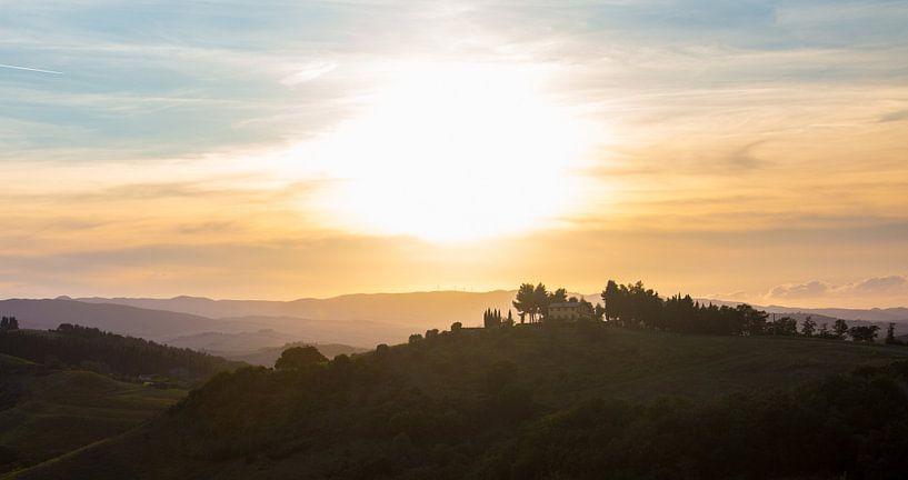Toscaanse Zonsondergang van Guido Akster