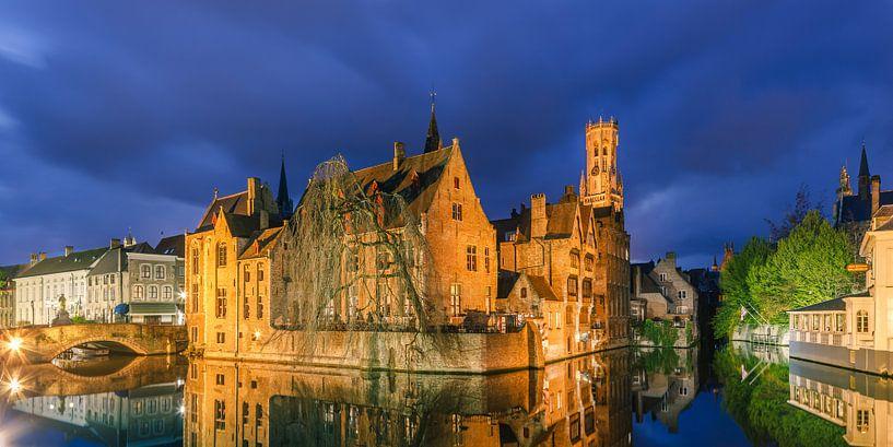 Bruges at night, Belgium van Henk Meijer Photography