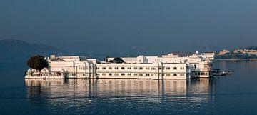 Udaipur: Taj Lake Palace van Maarten Verhees