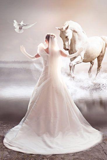 Bruid met haar witte paard van PAM fotostudio