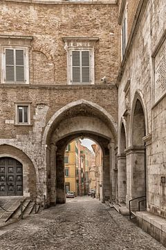 Poort in Ancona van Marianne Rouwendal