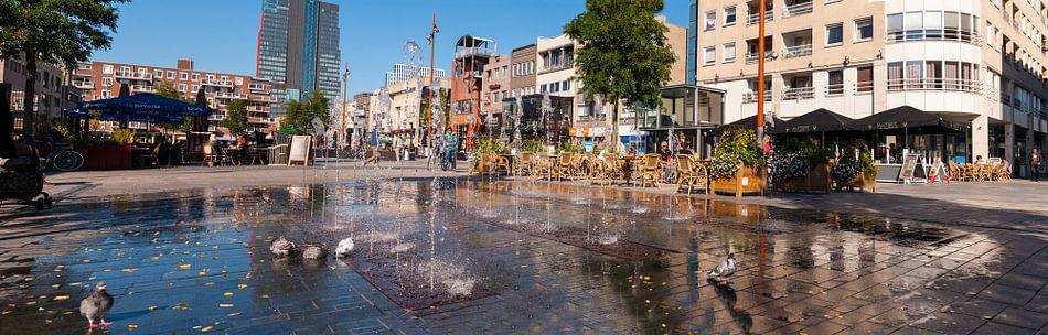 Grote markt in de zon Almere van Brian Morgan