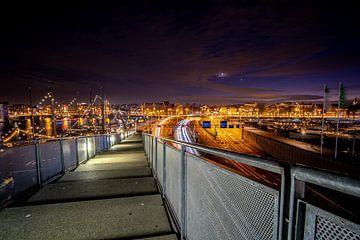 Avond uitzicht over stad Amsterdam van Fotografiecor .nl