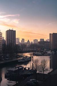Uitzicht over de Admiraliteitskade in Rotterdam van Joey van Embden