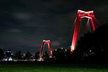 Willemsbrug in de avond van Eric de Jong
