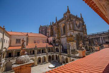 Tempeliers kasteel en kerk in Tomar, Portugal van Joost Adriaanse