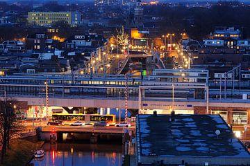 Zicht op station Utrecht Vaartsche Rijn met daarachter Oosterkade en Westerkade sur Donker Utrecht