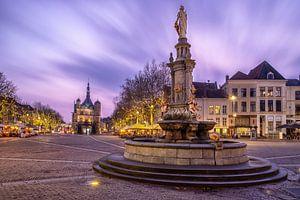 Plein De Brink in Deventer met museum De Waag en fontein van VOSbeeld fotografie