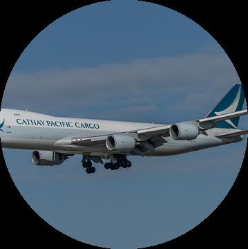 Boeing 747-8 Cargo van Cathay Pacific in de landing op de Zwanenburgbaan van Schiphol  gefotografeer van Jaap van den Berg