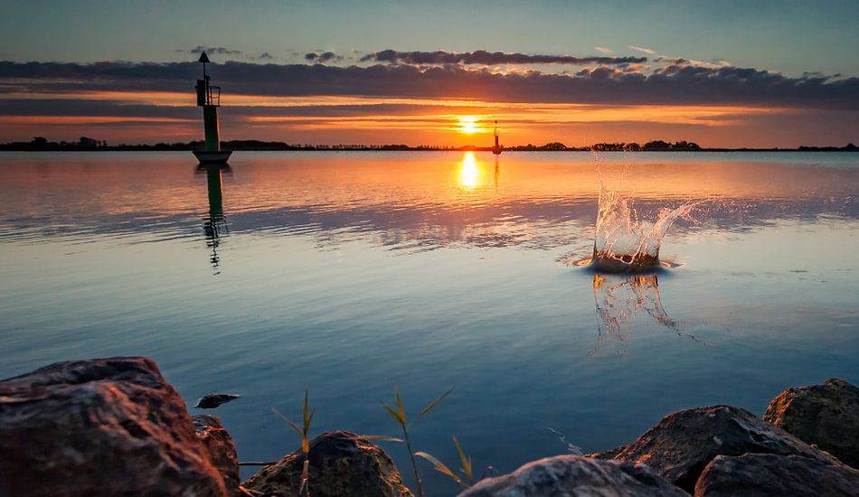 Waterplons tijdens zonsondergang