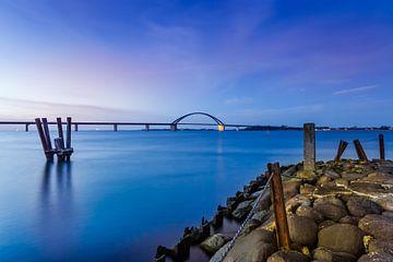Blaue Stunde am Fehmarnsund von Ursula Reins