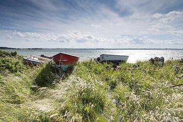 Boote am Strand von Aerö von Matthias Nolde