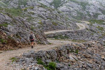 Hiker in Picos de Europa van Easycopters