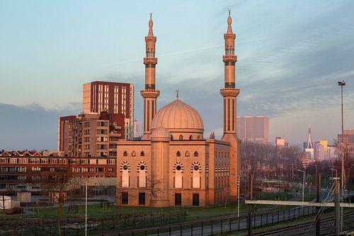 Essalam Moskee in Rotterdam tijdens opkomende zon. van