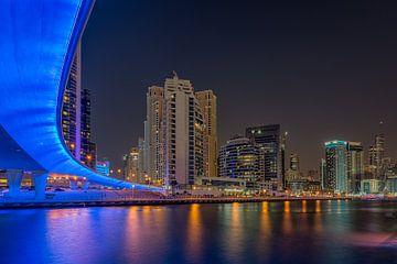 Dubai bij nacht 7 van Peter Korevaar