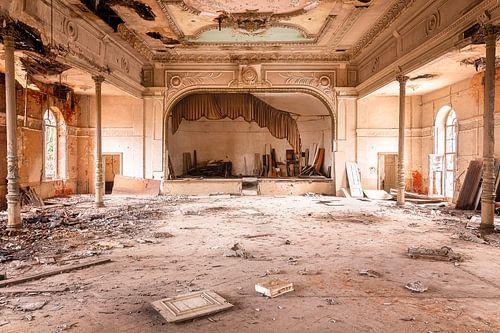 Verlassenes Theater im Verfall.