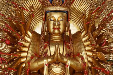 Gouden Buddha van Koen Boelrijk Photography