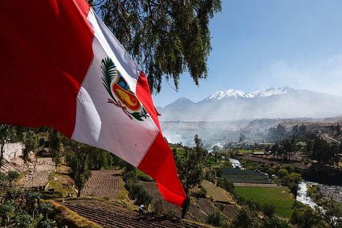 Arequipa, Pichu Pichu vulkaan en vlag, Peru, Zuid Amerika