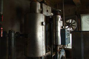 Verlaten machines in een verlaten fabriek