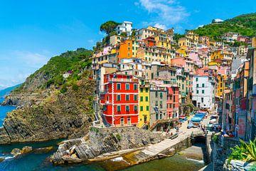 Cinque Terre, Italie - Vue d'ensemble du village de Riomaggiore sur Ivo de Rooij