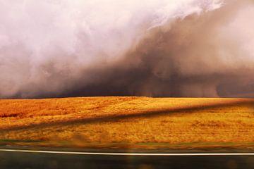 Donderwolk boven het graanveld van Assia Hiemstra